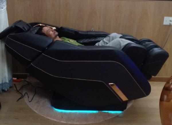 Có nên mua ghế massage toàn thân cao cấp ?