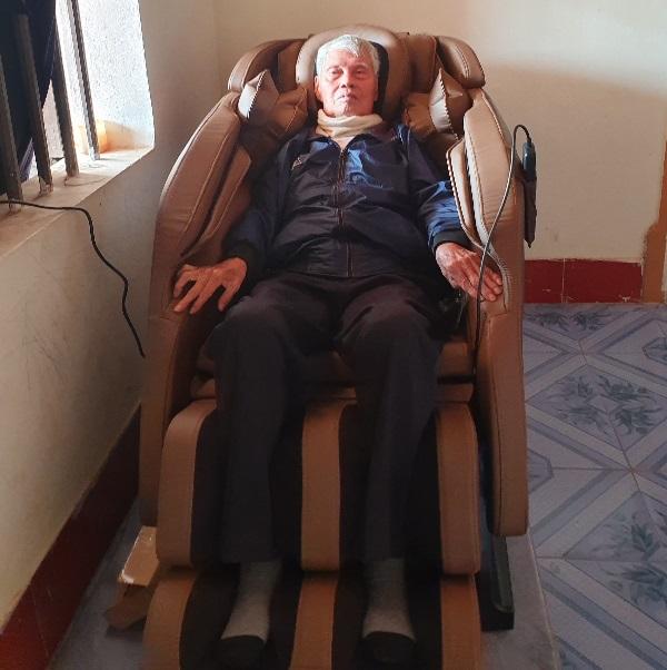 Ghế massage hỗ trợ điều trị thoát vị đĩa đệm